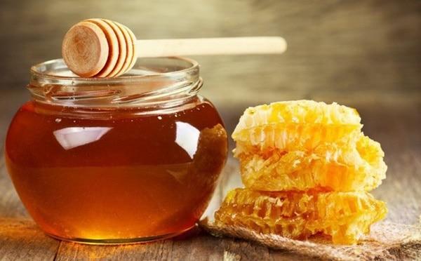 Có thể chuẩn bị thêm mật ong rừng để tăng hương vị cho rượu nấm ngọc cẩu